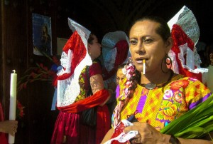 Muxes: en las fiestas de San Vicente. Juchitán, México. Florentino Fuentes, 2010